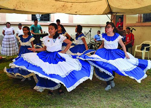 arcatoa dancers